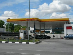 Nigerians Stop Gas Stations From Selling Fuel