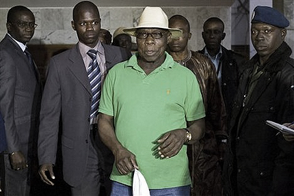Obasanjo arrives at airport in Dakar